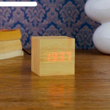 Часы-будильник настольные электронные кубик, светлое дерево, красные цифры