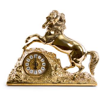Часы каминные конь