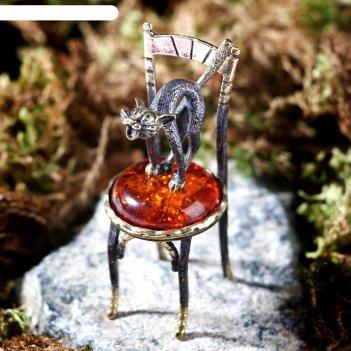 Сувенир из латуни и янтаря кот на стуле стоит 3х6,5 см