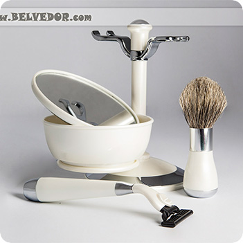 Набор для бритья перламутр и серебро gillette mach-3, нат. ворс, ю.корея