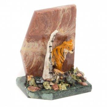 Сувенир тигр у скалы лемезит