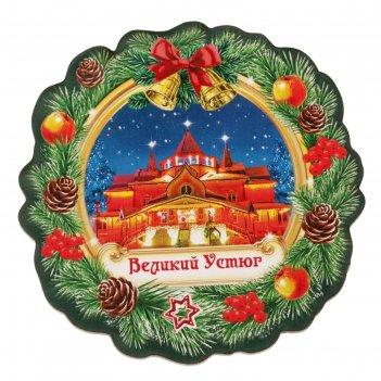 Магнит в форме новогоднего веночка великий устюг. резиденция