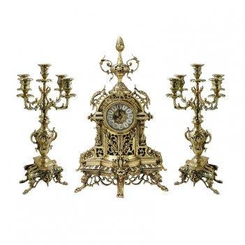 Каминные часы с канделябрами пинья