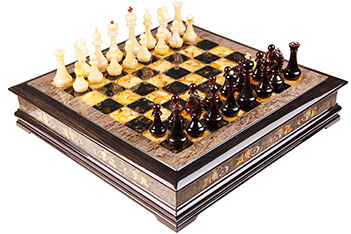 Эксклюзивные шахматы ларец, тонир карельская береза, янтарь, 45х45см