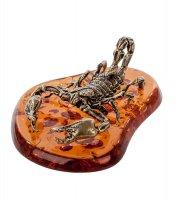 Am-547 фигурка скорпион на подставке (латунь, янтарь)