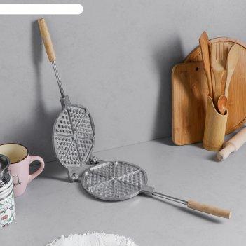 Форма для выпечки вафель треугольная, с деревянными ручками