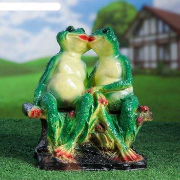 Садовая фигура две лягушки на лавочке 21х29х35см