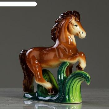 Статуэтка-сувенир конь на траве, глянец, 18 см