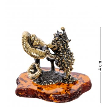 Am-2249 фигурка ежик с грибами  (латунь, янтарь)