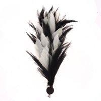 Карнавальный зажим (значок) перо, цвет черно - белый