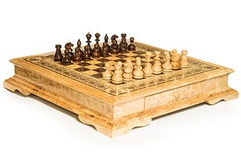 Шахматы большие из карельской березы с инкрустацией перламутр 100см