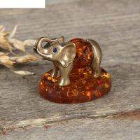 Сувенир из латуни и янтаря слон идущий