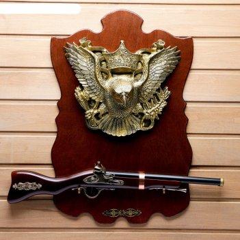 Сувенирное изделие ружье на планшете с крупным накладным элементом орел