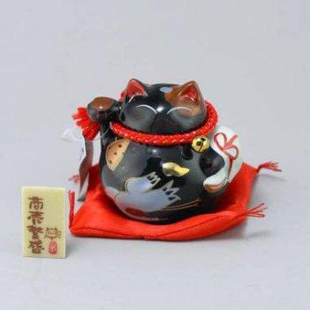 Манэки нэко защита от злых сил, много покупателей и денег!