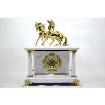 Часы-сейф из белого мрамора с лошадками