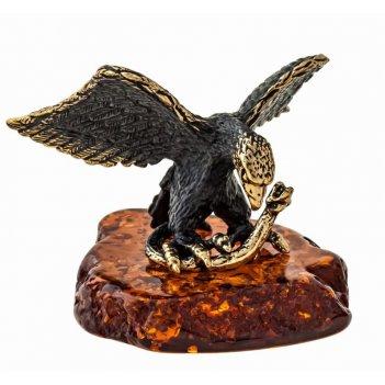 Фигурка орел со змеей на скале