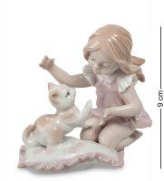 Jp-29/ 3 фигурка девочка с котенком (pavone)