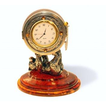 Сувенир-часы цирковой медведь из янтаря