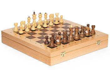 Шахматы в ларце российская классика, фигуры самшит и палисандр, 40х40см