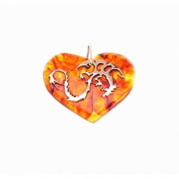 Кулон сердечко с драконом больш. из янтаря