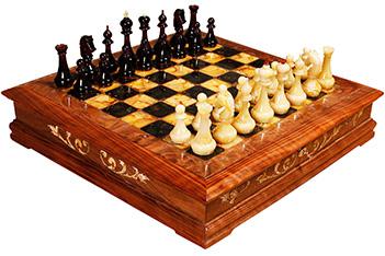 Эксклюзивные шахматы ларец, корень ореха, янтарь, 45х45см