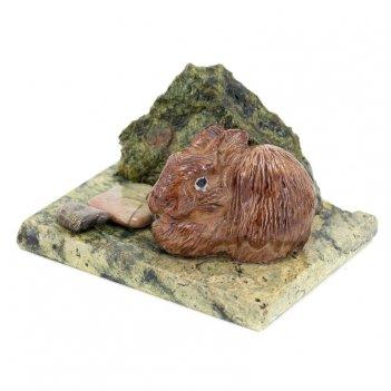 Сувенир заяц у камня змеевик