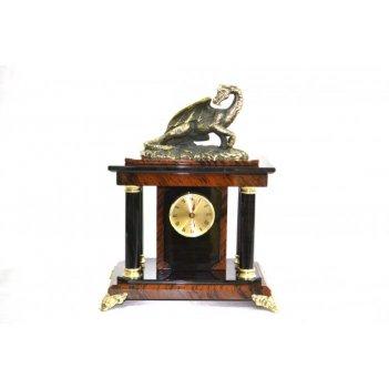 Часы из обсидиана с фигуркой дракона