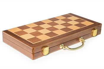 Шахматная доска складная в форме кейса махагон 40х40см