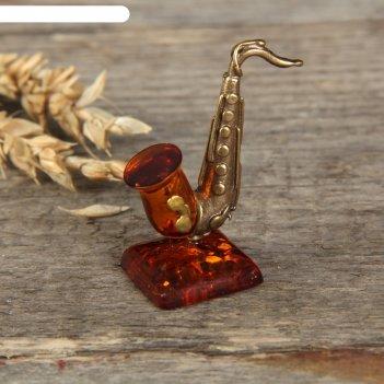Сувенир из латуни и янтаря саксофон