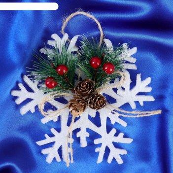 Украшение новогоднее снежинка зимний лес три шишки и ягоды 14,5*14,5 см