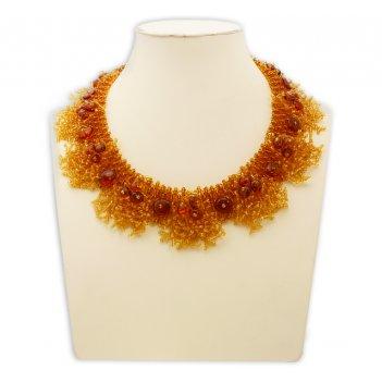 Красивое ожерелье из янтаря с бисером