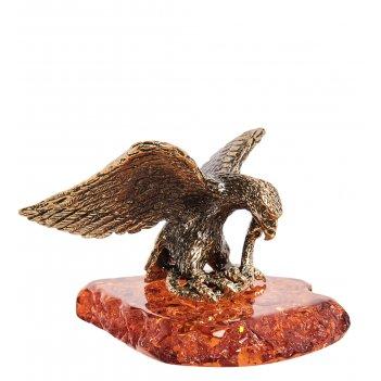 Am-1867 фигурка орел со змеёй (латунь, янтарь)