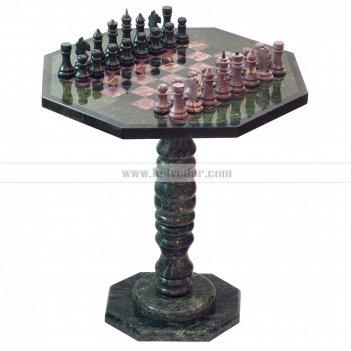 Шахматный стол с каменными фигурами из змеевика и креноида