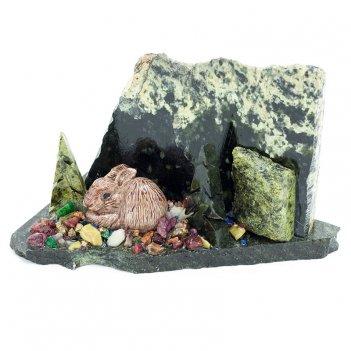 Сувенир заяц у ёлки камень змеевик