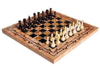 Янтарные шахматы готика, карельская береза, янтарь, 56х56см