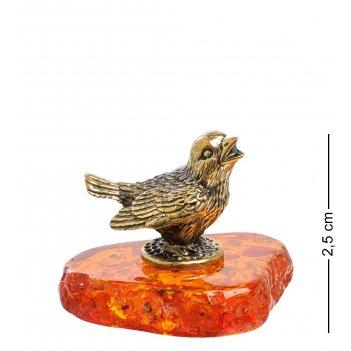 Am-1587 фигурка чижик (латунь, янтарь)