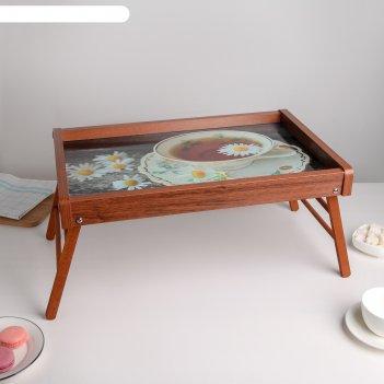 Столик для завтрака c картиной
