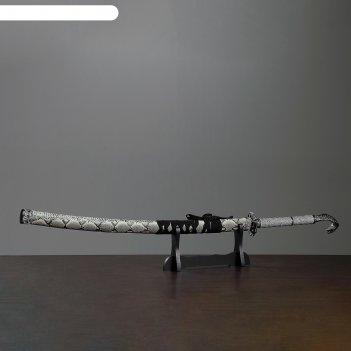 Сувенирное оружие «катана на подставке», серые ножны под змеиную кожу, на