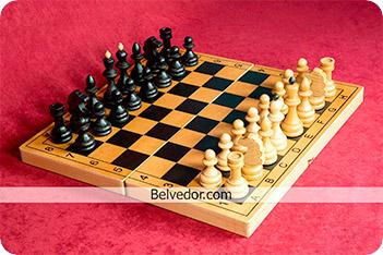 Шахматы гроссмейстерские бук тонированные 42х42см