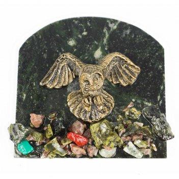 Магнит сова летит змеевик 90х85 мм 90 гр.