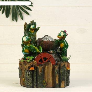 Фонтан, лягушки у дерева
