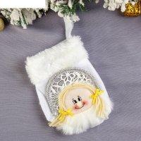 Варежка для подарка снегурочка (белая, пушистая)