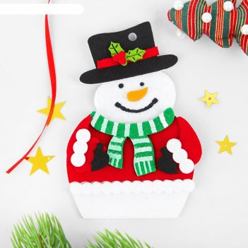 Набор для творчества - создай елочное украшение из фетра снеговик в варежк