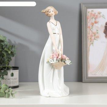 Сувенир, под фарфор девушка с корзиной цветов