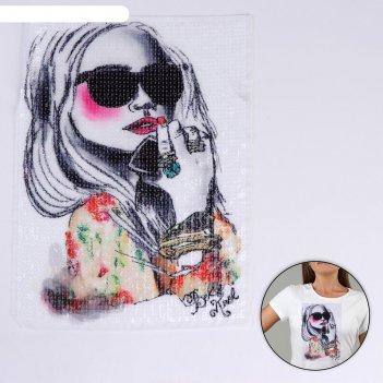 Пришивная аппликация с пайетками девушка в очках, 30,5 х 22,5см