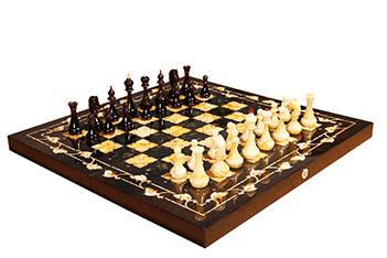 Янтарные шахматы готика, мореный дуб, янтарь, 56х56см