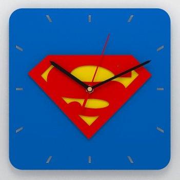 Часы с эмблемой супермена