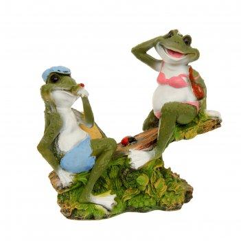 Садовая фигура лягушки на качелях  h-37см