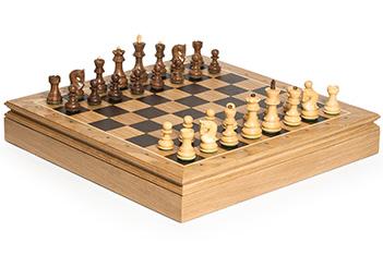 Шахматы в ларце дуб российская классика, фиг. самшит и палисандр 45х45см