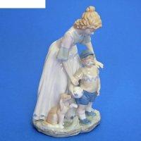 Статуэтка девушка с мальчиком и собакой, фарфор 15х11х31 см